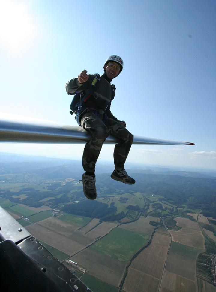 Comment sauter en parachute d'un planeur ? - Page 2 BERNARD%20EMMANUEL